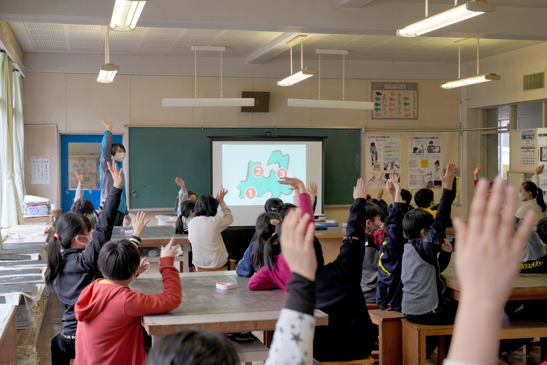 【プロジェクト】「あおもりアッテラ!」の出前授業を八戸小学校で行いました。