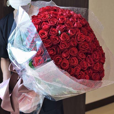 ジョエル・ロブションでプロポーズ、108本のバラの花束を恵比寿にお届け