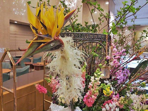 ショップの生花情報発信|千葉県産のお花でホテルのエントランスをディスプレイ