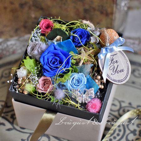 男性用にオーダープリザーブド、青バラを入れたフラワーボックス