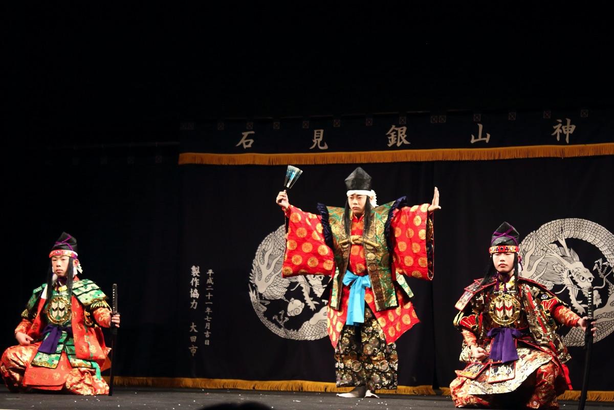 魅力溢れる土江(つちえ)子ども神楽団  オンライン公演に初登場!