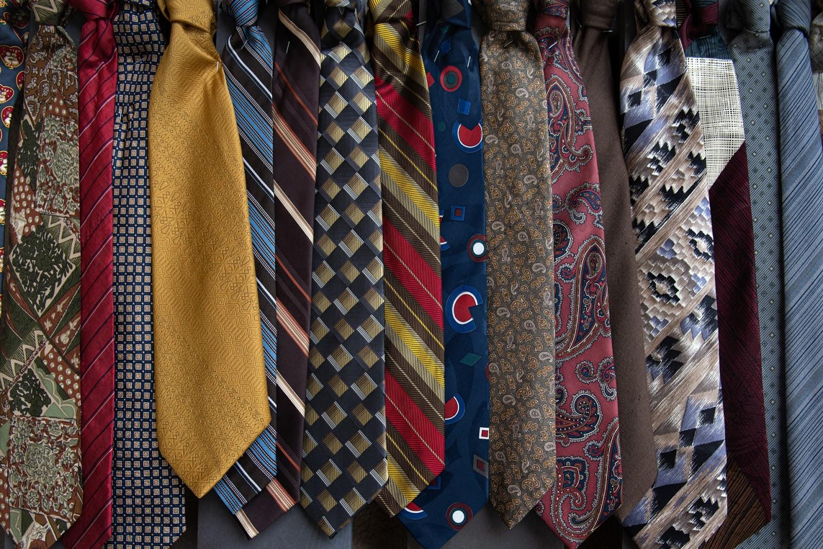 大事なネクタイを長く使うために!ネクタイのお手入れ方法