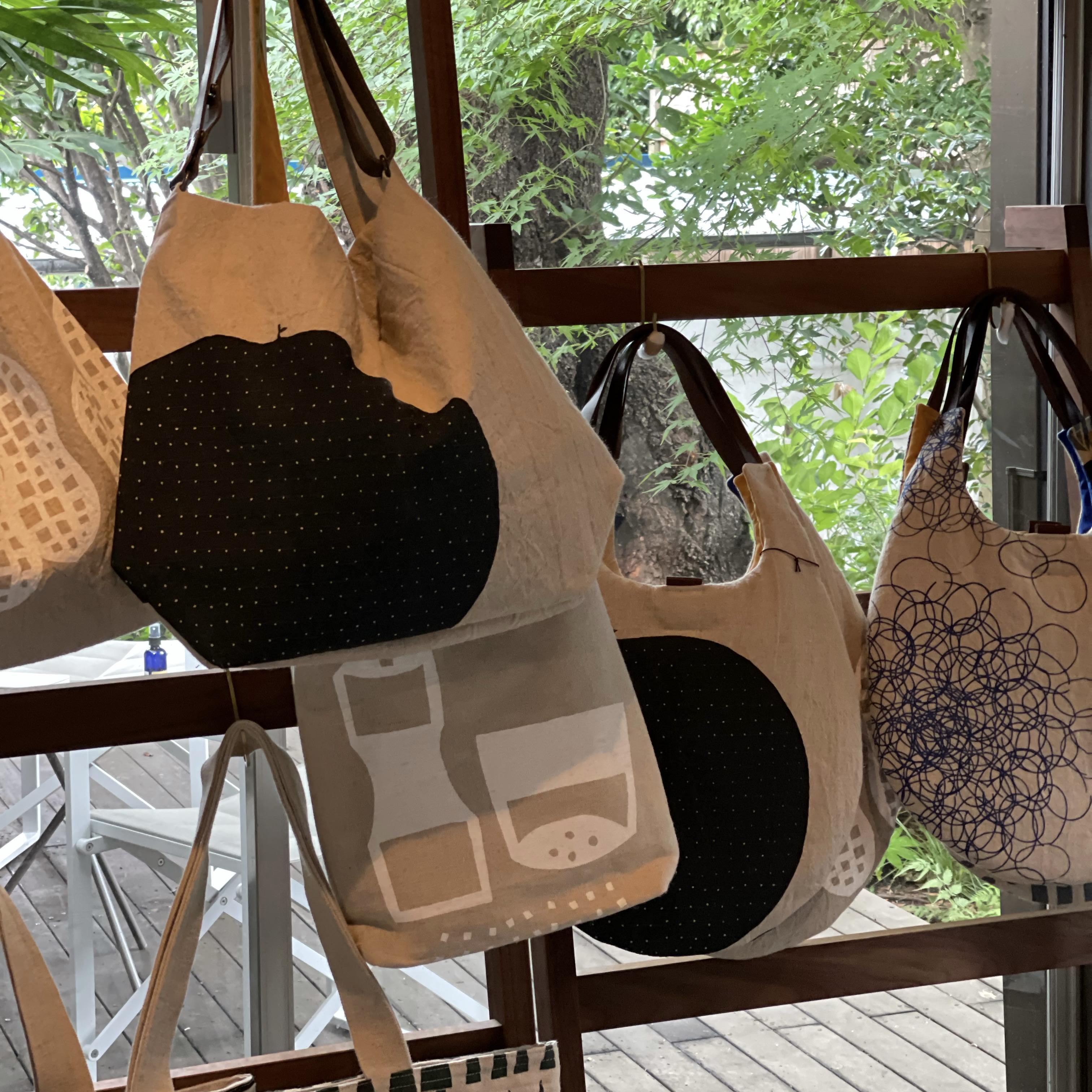【坂井千尋  × アトリエか猫  展】 か猫さんの布バッグ
