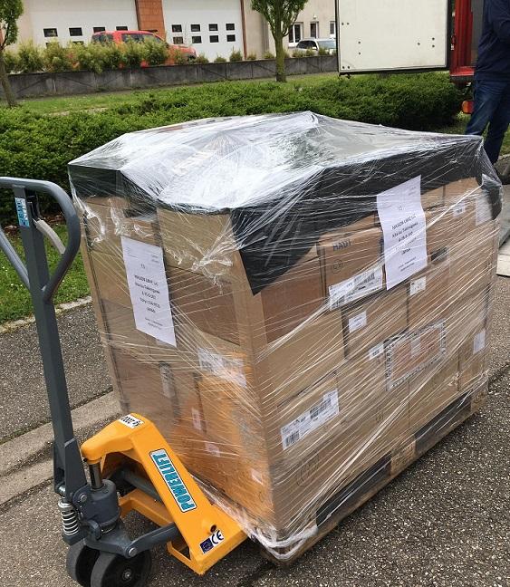 約700冊の書籍がフランスを発ちます!