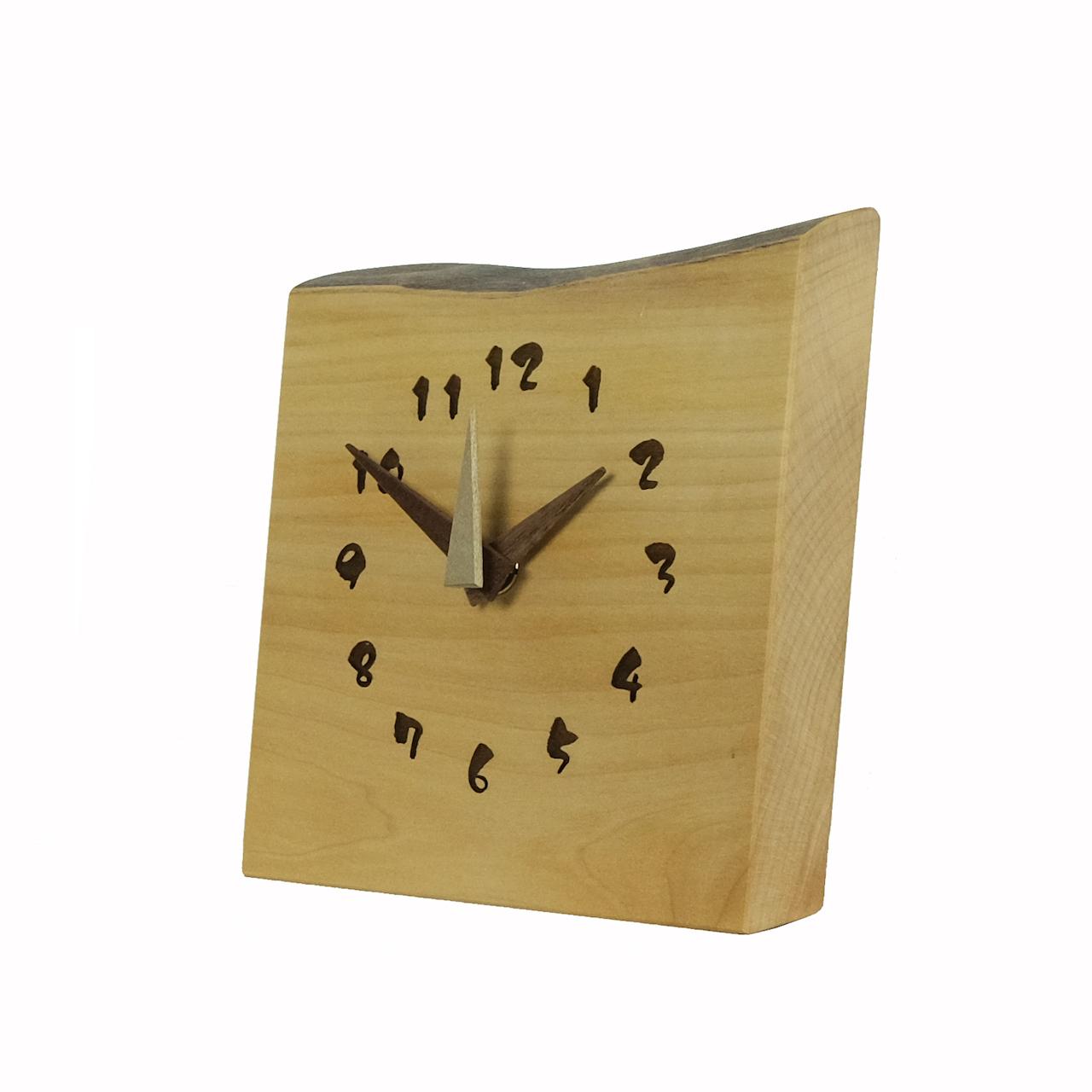木の置き時計が入荷しました♪