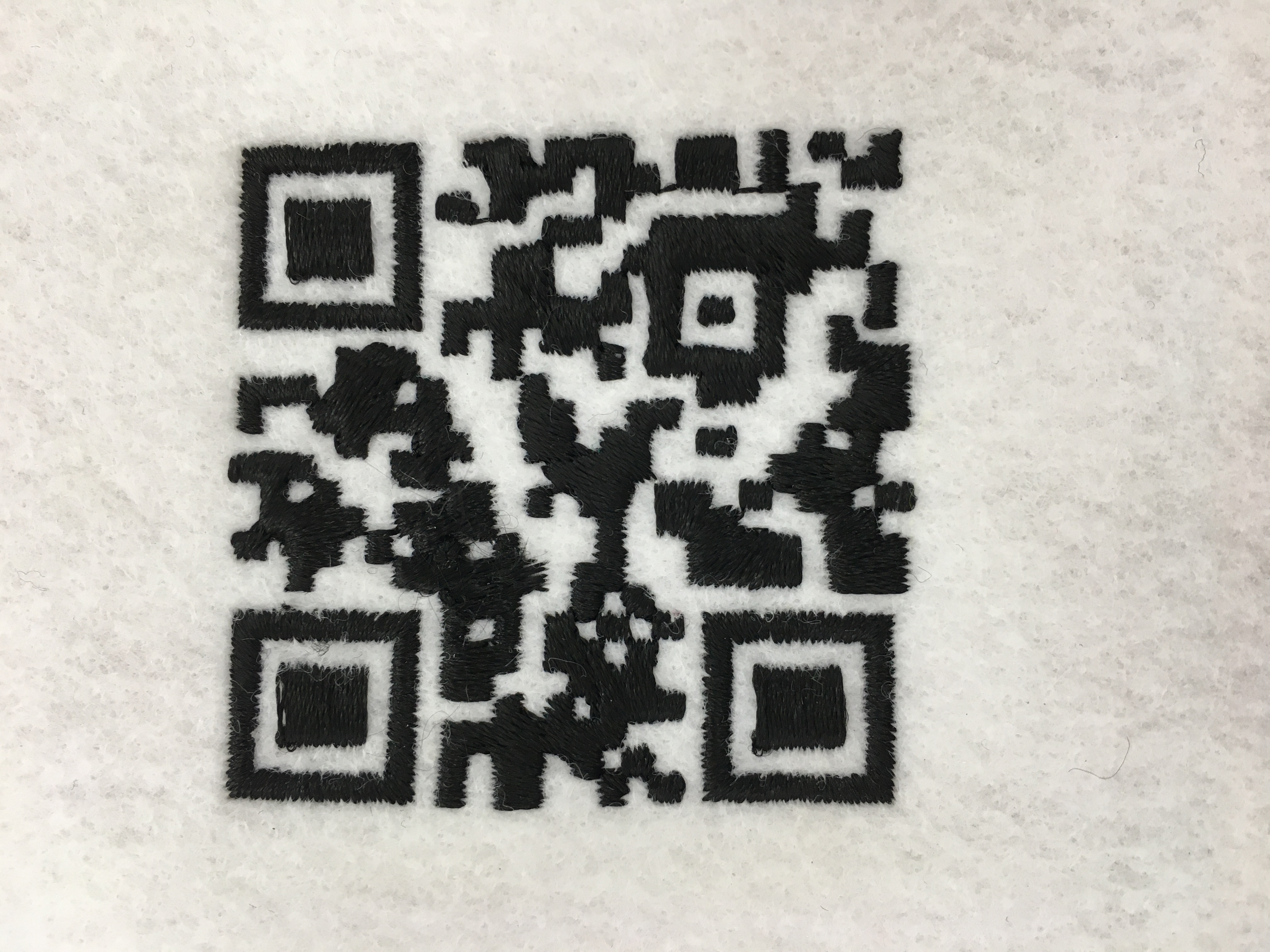 QRコードも刺繍で