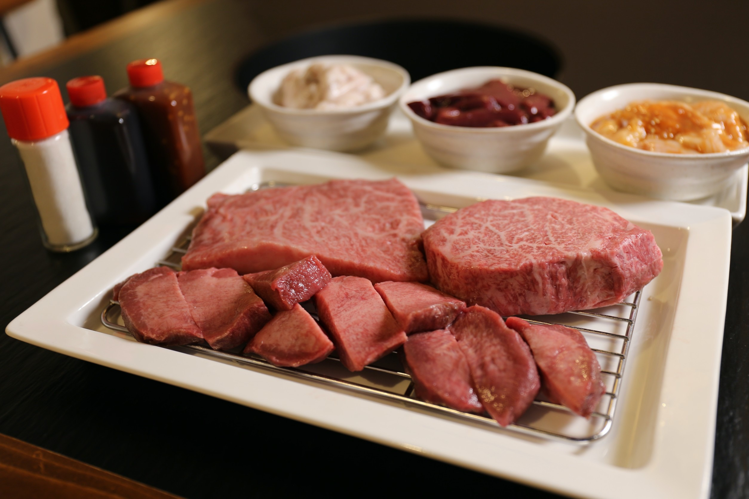 【おうちで焼肉】焼肉店の味をご自宅で。仙台牛とホルモンが少しづつ楽しめるセット販売スタート!