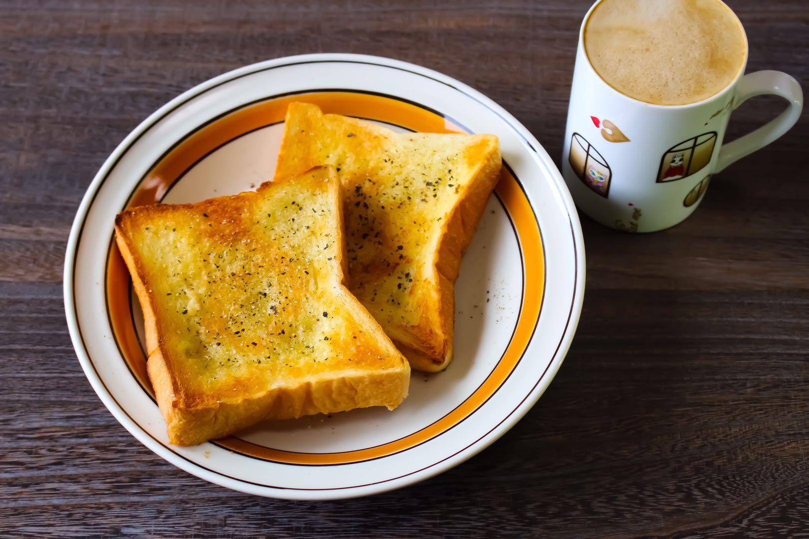 パンとカンポットペッパー黒胡椒