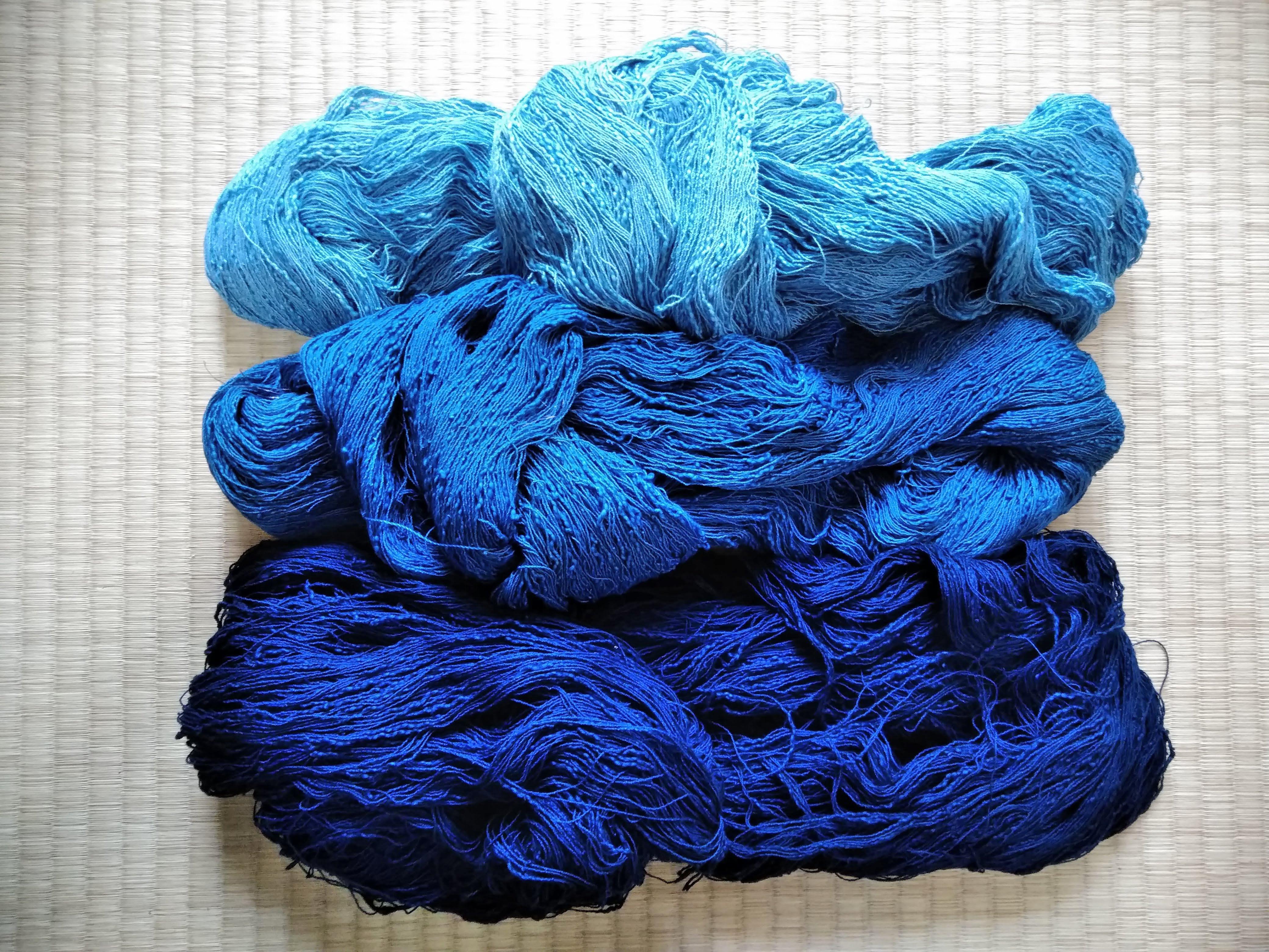 輝く藍色。暮らしの中で楽しむジャパンブルー。  藍染め糸のこと。