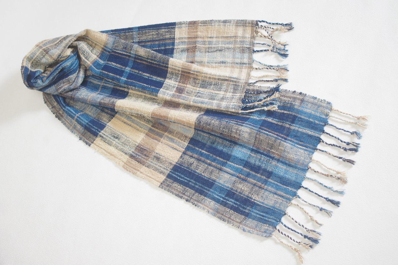ジャパンブルーは日本のハンサムカラー。りりしさや粋を感じる、藍色使いのハンサムスタイル。