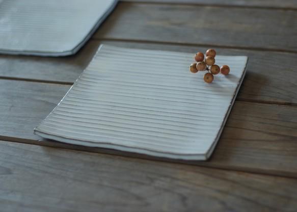 白い陶器の陶版のお皿(スクエア)