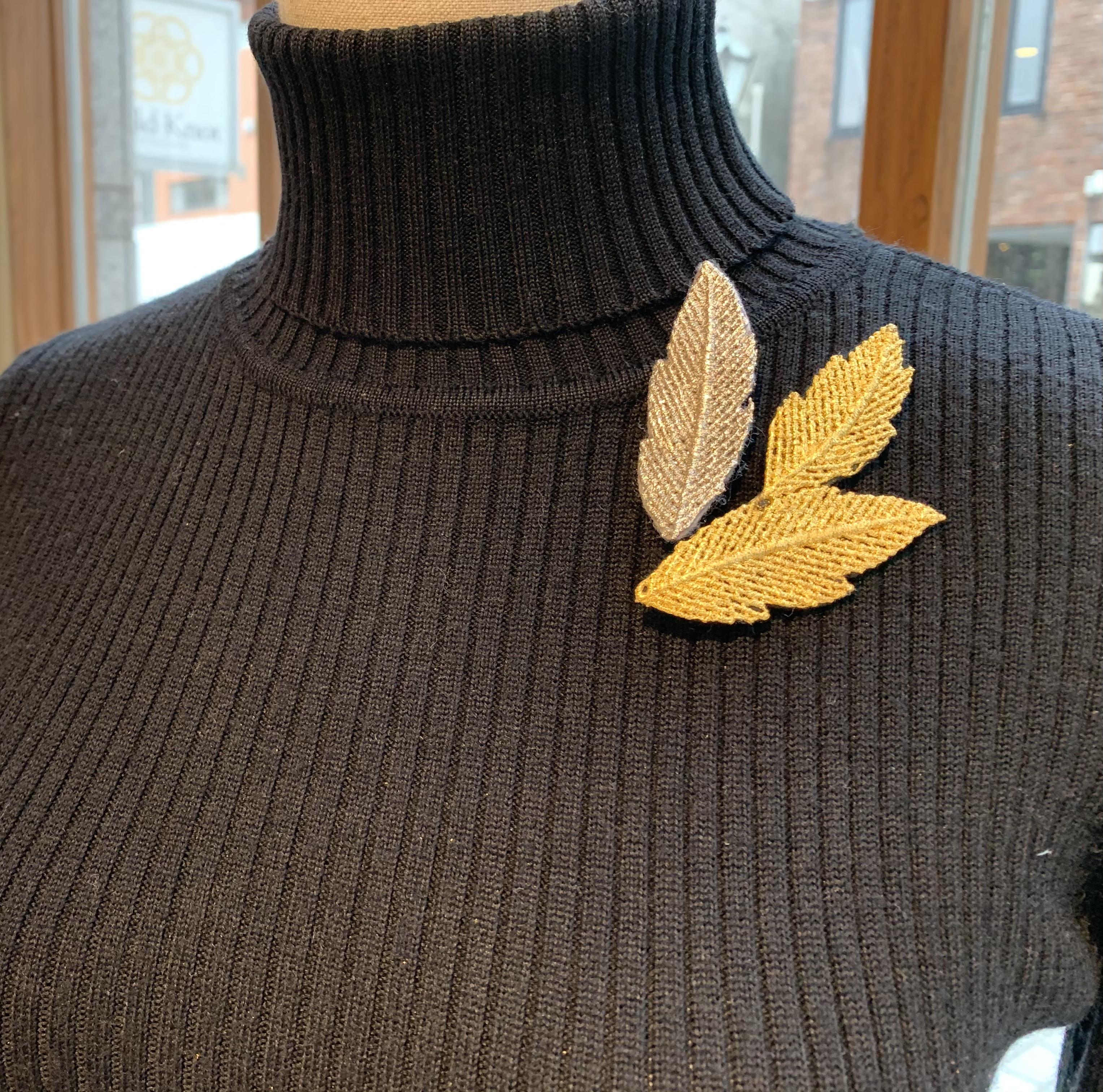 葉っぱのブローチ、金箔ジュエリーGold-Knot
