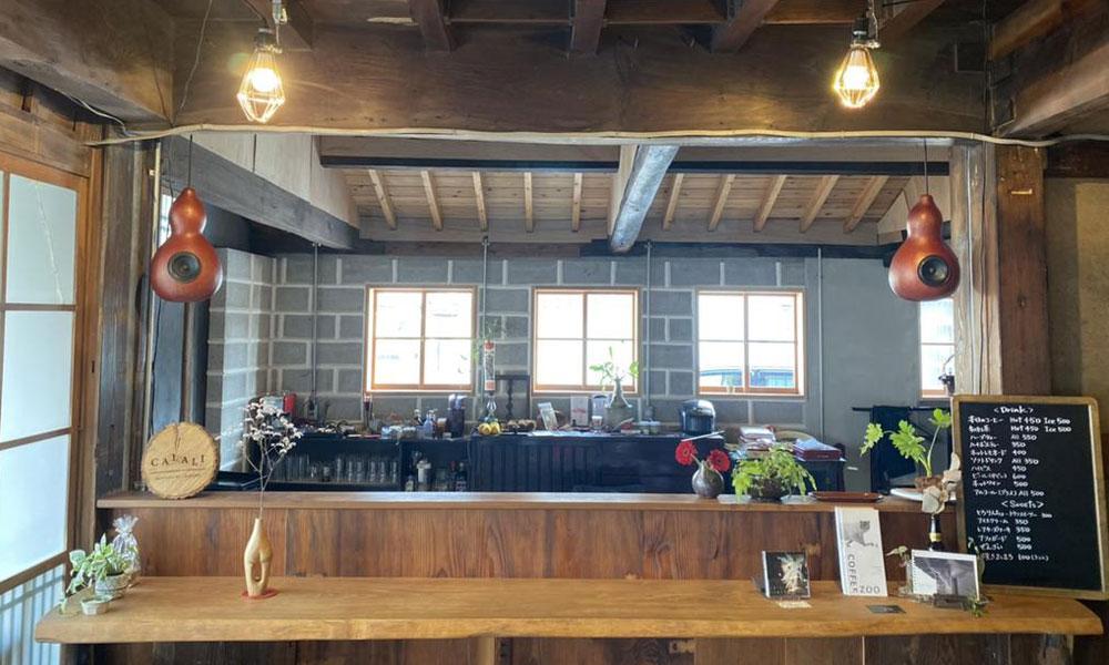 唐津の「カフェ CALALI」と「喫茶店 加らつ屋」の古い看板