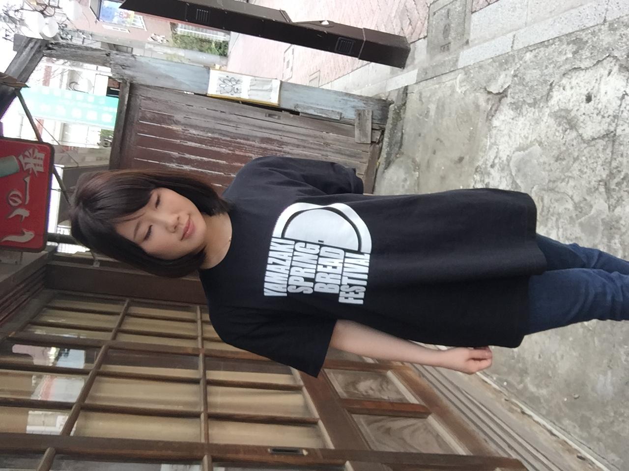 黒パンTシャツ