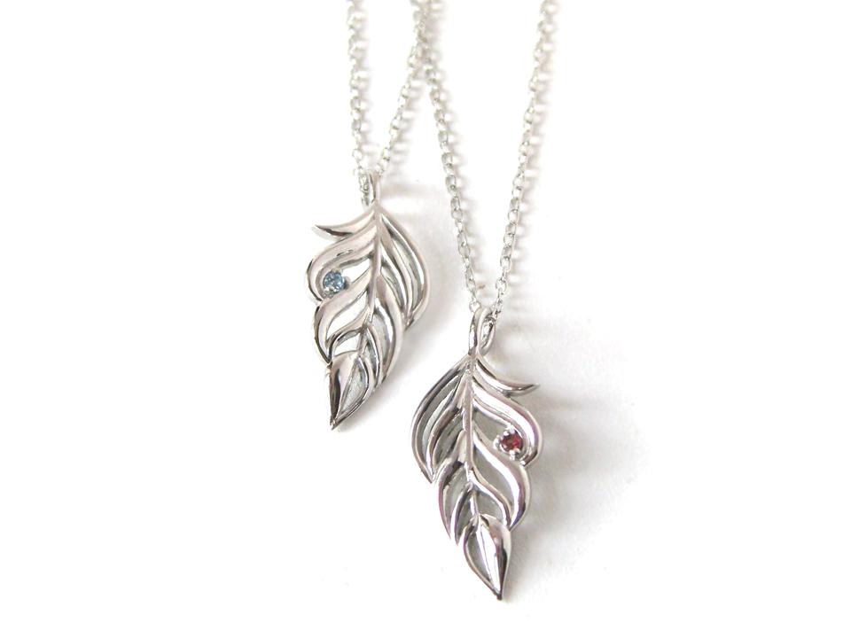 身につける人の秘める能力を高め、躍進させるフェザーのネックレスをお守りに新年をスタート!