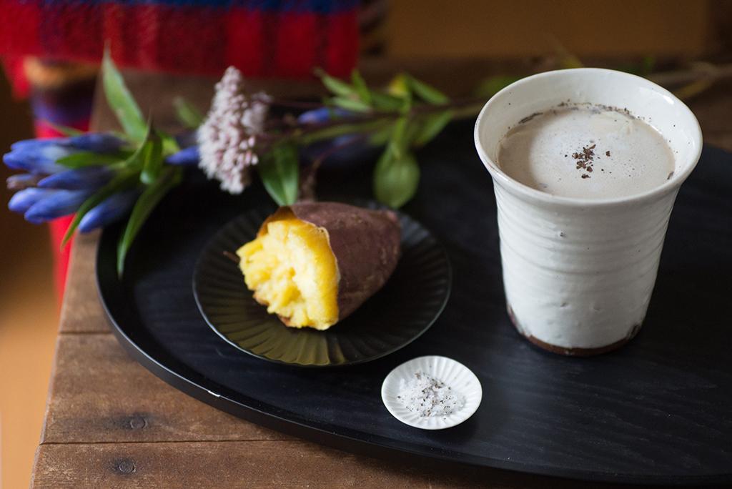 季節のおやつと楽しむ、ほうじ茶カプチーノ