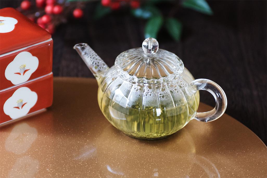 新年のごあいさつ、おめでたい大福茶でおもてなし