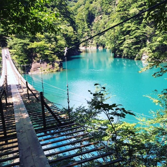 「死ぬまでに渡ってみたい世界の徒歩吊り橋10」の夢の吊り橋