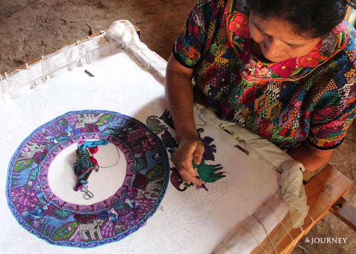 【グアテマラの刺繍・織物求めて】どうぶつ刺繍の民族衣装(ウィピル) 刺し手さんに出会う