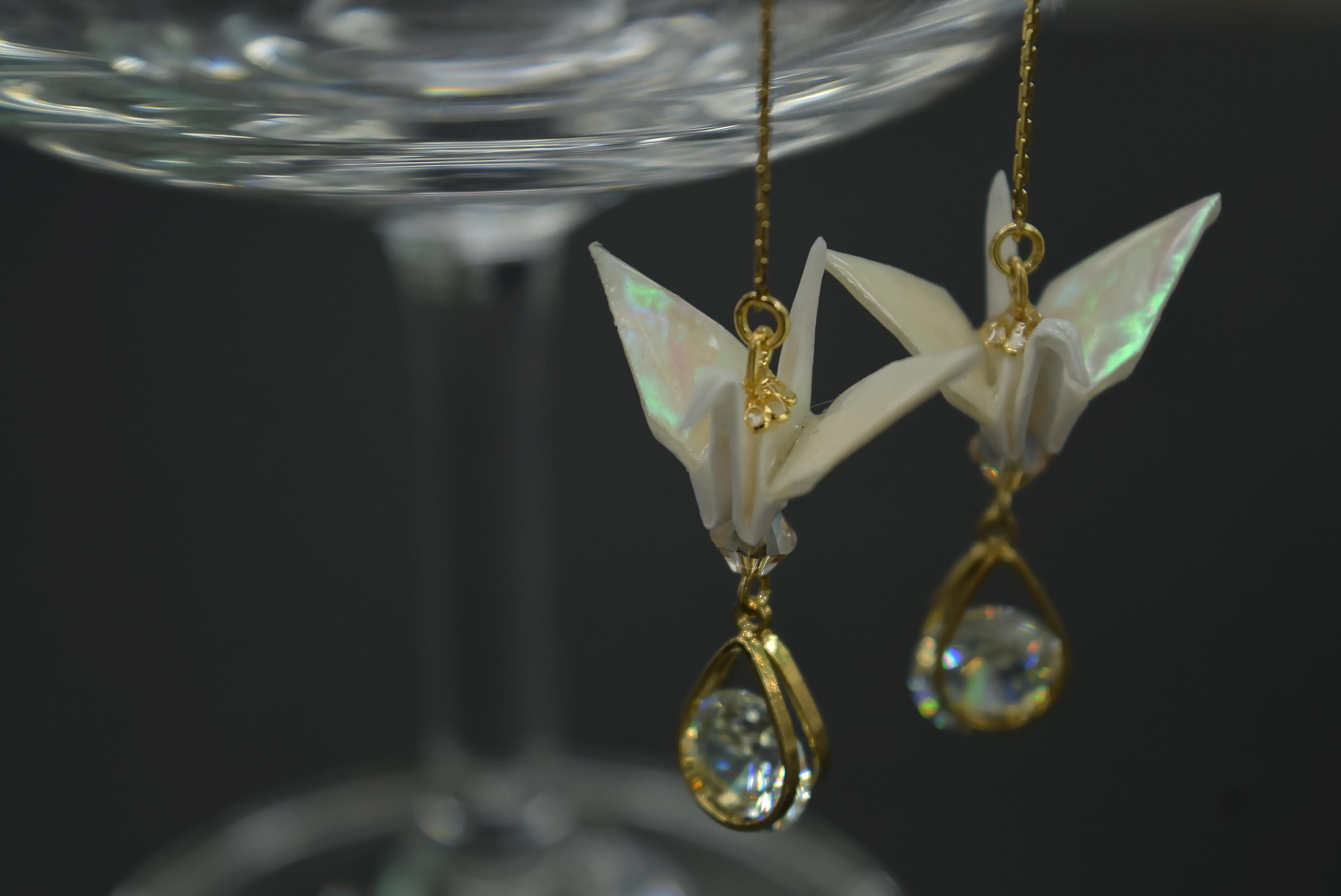 折り鶴に吹き込まれた光...螺鈿鶴...