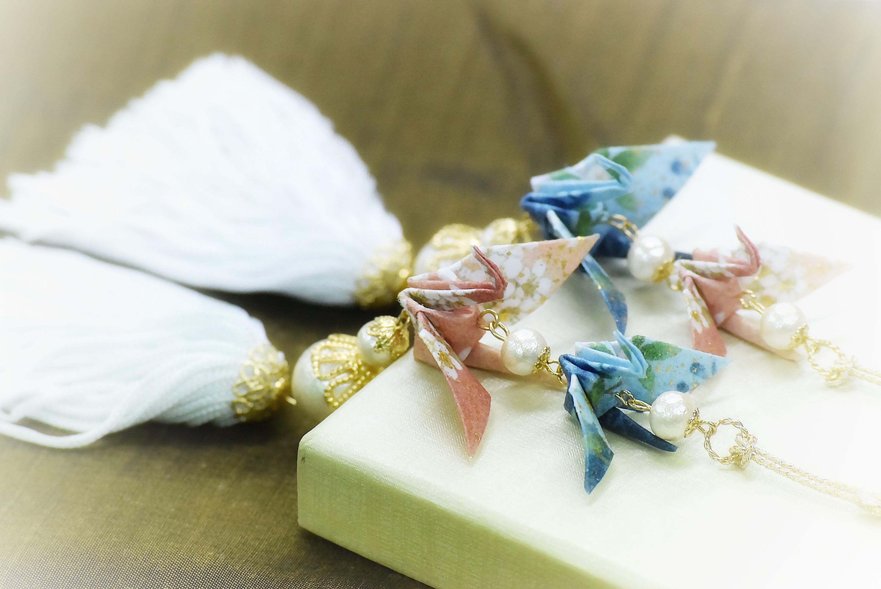 折り鶴に込めた思い。ピンクとブルーの連鶴の意味する心。『夫婦鶴』
