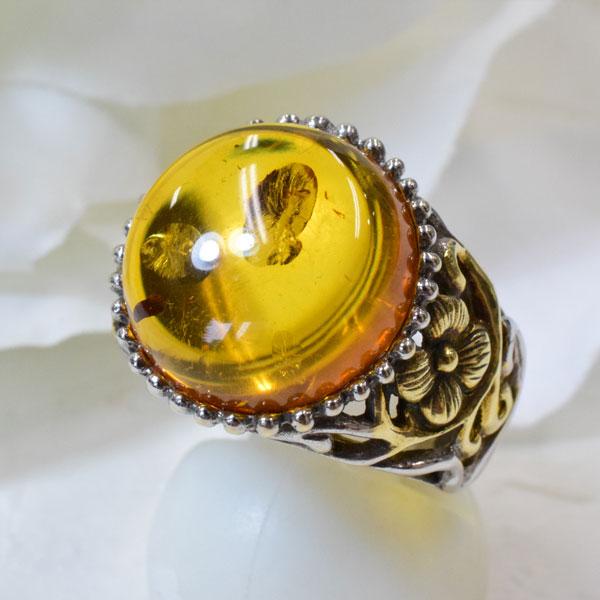 黄金色に輝く琥珀が美しい SV925 金古美仕上げの大ぶり琥珀リングです♪