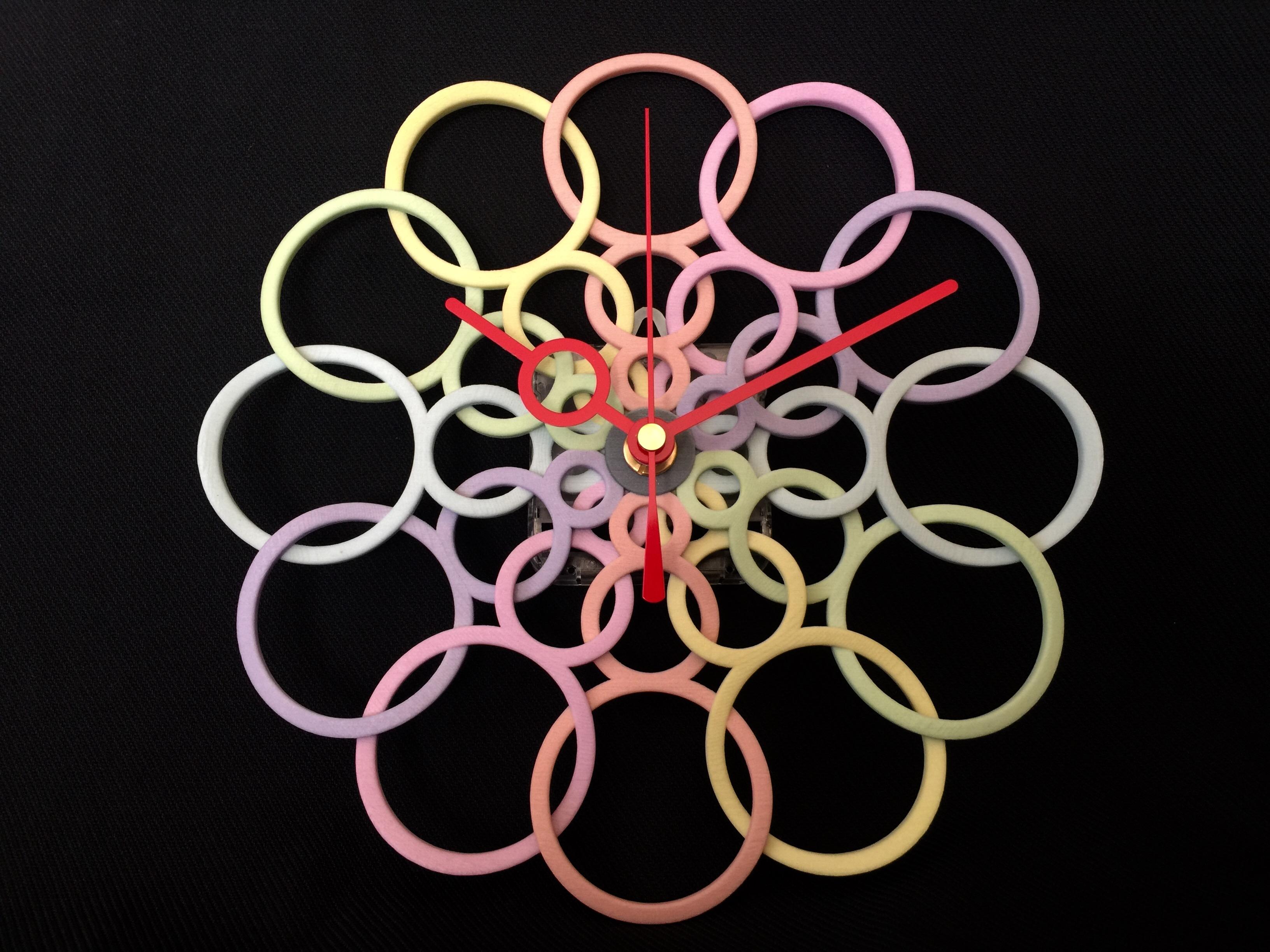 3Dプリンターを使ったアートでカラフルな時計