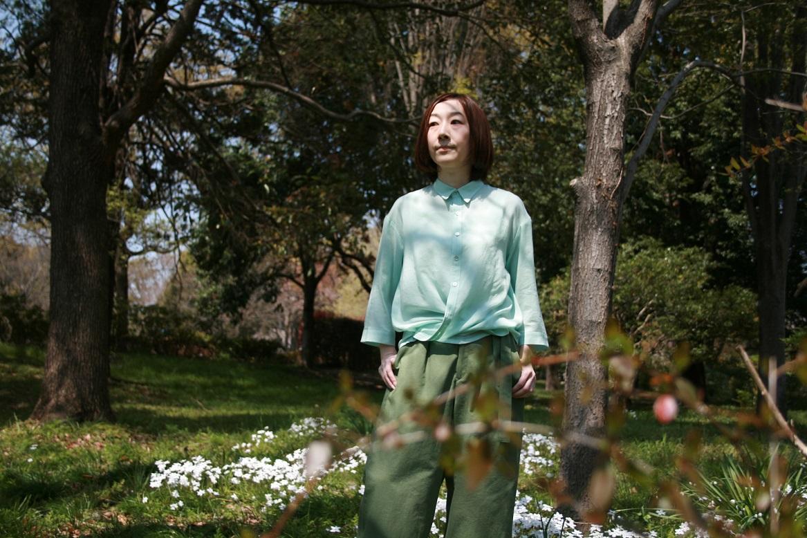 青いkotoriの背守刺繍シャツ