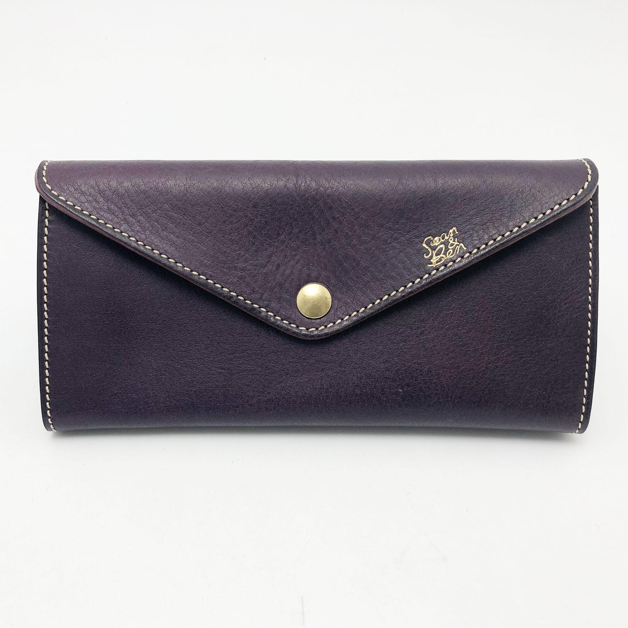 スマホも入る!バッグ要らずの収納スペース。 これ一つで出かけられる クラッチバッグ?財布です。