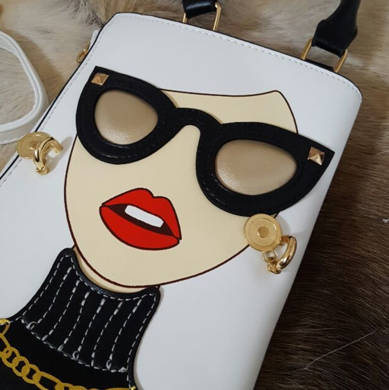 カジュアルからパーティーまで使える個性的なマダムデザインバッグ