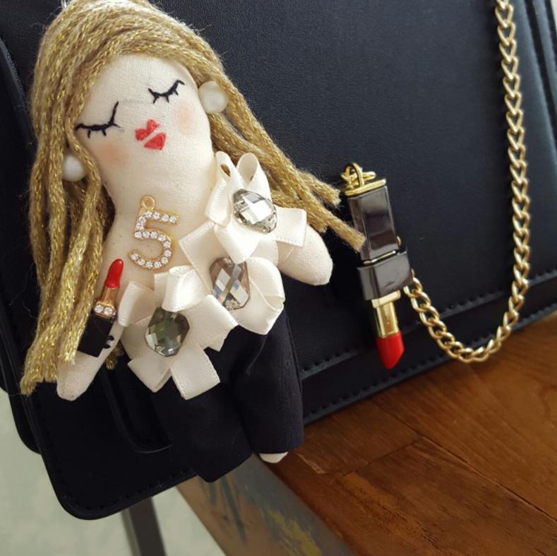 愛情たっぷり♡イチから手作りのオシャレなドール型バッグチャーム