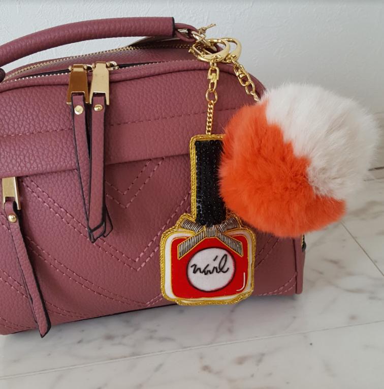 女子力高め!バッグをレディーに彩るビーズアートバッグチャーム♡