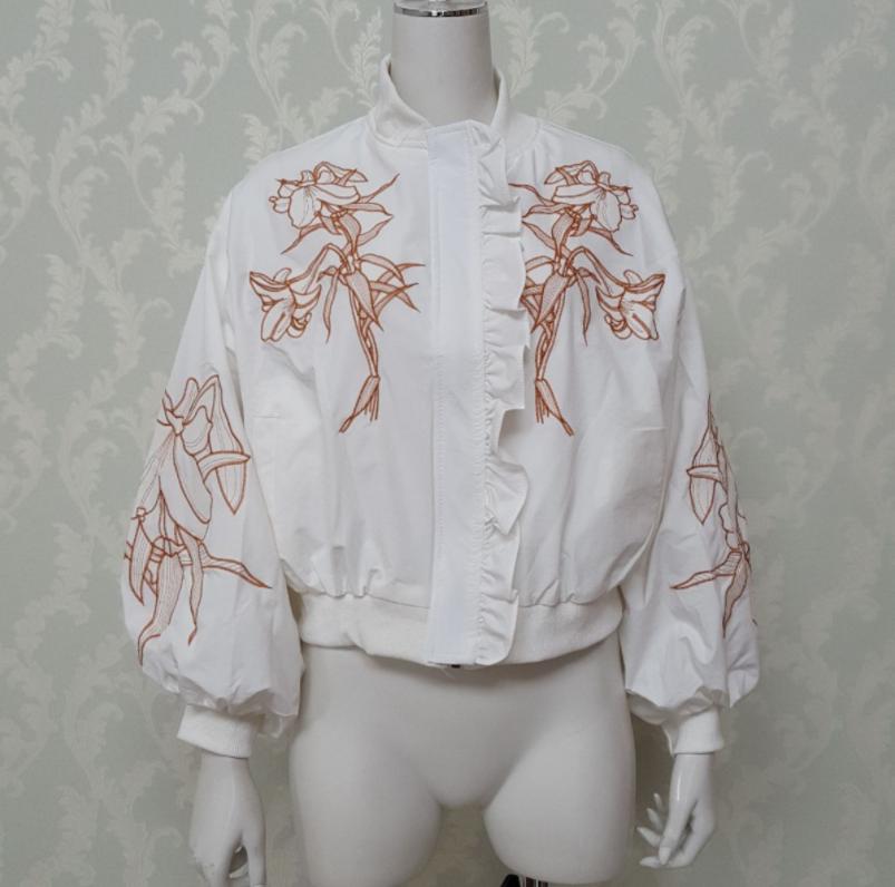 30代からの花刺繍、大人も着れるトレンドブルゾン