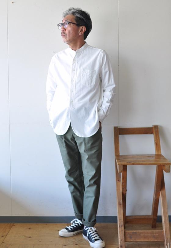 7月27日 今日のコーディネート バンドカラーホワイトシャツに オリーブカラーのベイカーパンツ