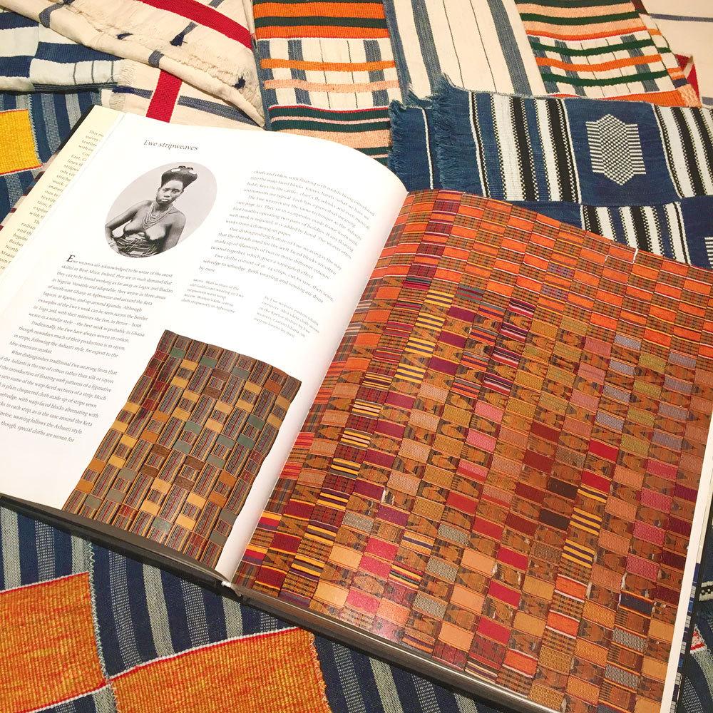 アフリカ染織工芸の最高峰、ガーナ エウェ族のケンテ布が入荷しました。