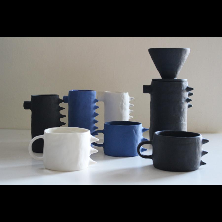 他にはないコーヒーを楽しむ為の黒い器  マルタのアーティスト【Kira Ni Ceramics】