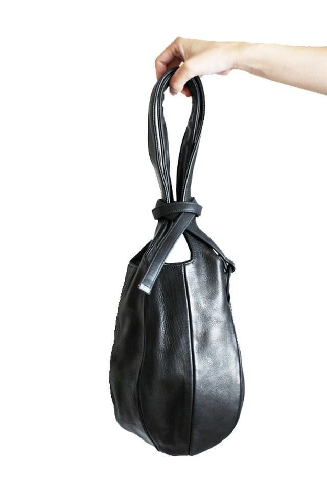 洋服を選ばないミニマルで美しいハンドバッグ【T.A.S】