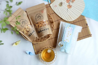 【ミラトアミのおすすめ夏のティータイムセット】揚げおかき&金麦茶をセット価格でご用意しました!