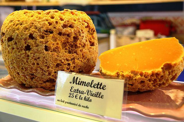 ミモレットはワインはもちろん、日本酒や焼酎にもよく合う人気のチーズ