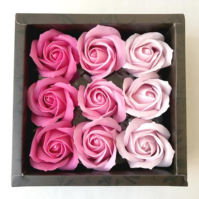 薔薇のソープフラワー♪ そのまま飾ったら芳香剤、花びらを湯船に浮かべて薔薇の入浴剤にもなっちゃいます