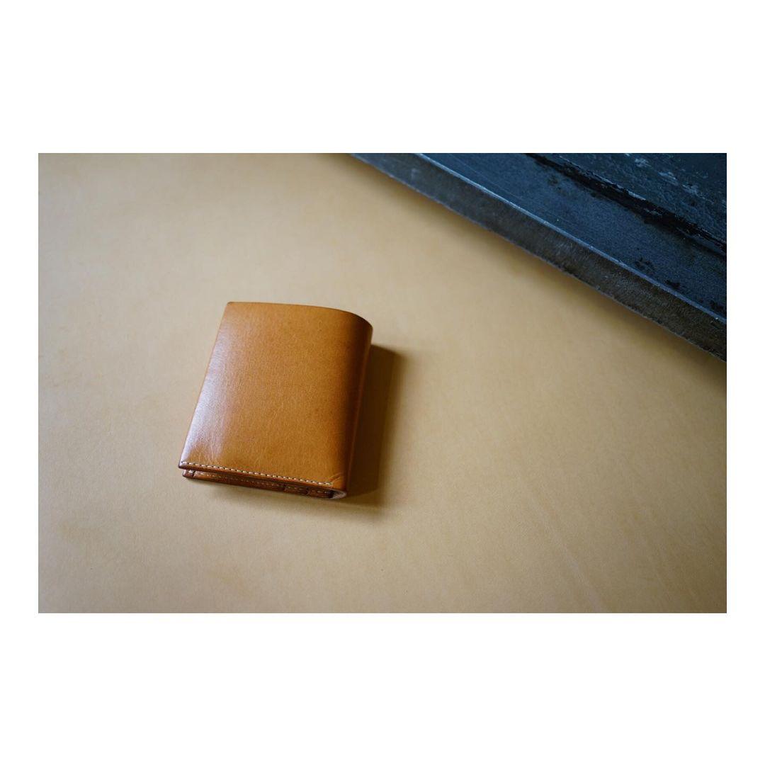 以前限定で作ったプレーンの財布のエイジング。