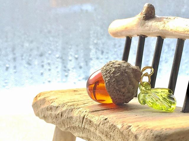 ガラスのどんぐり - 自然素材とのコラボレーション