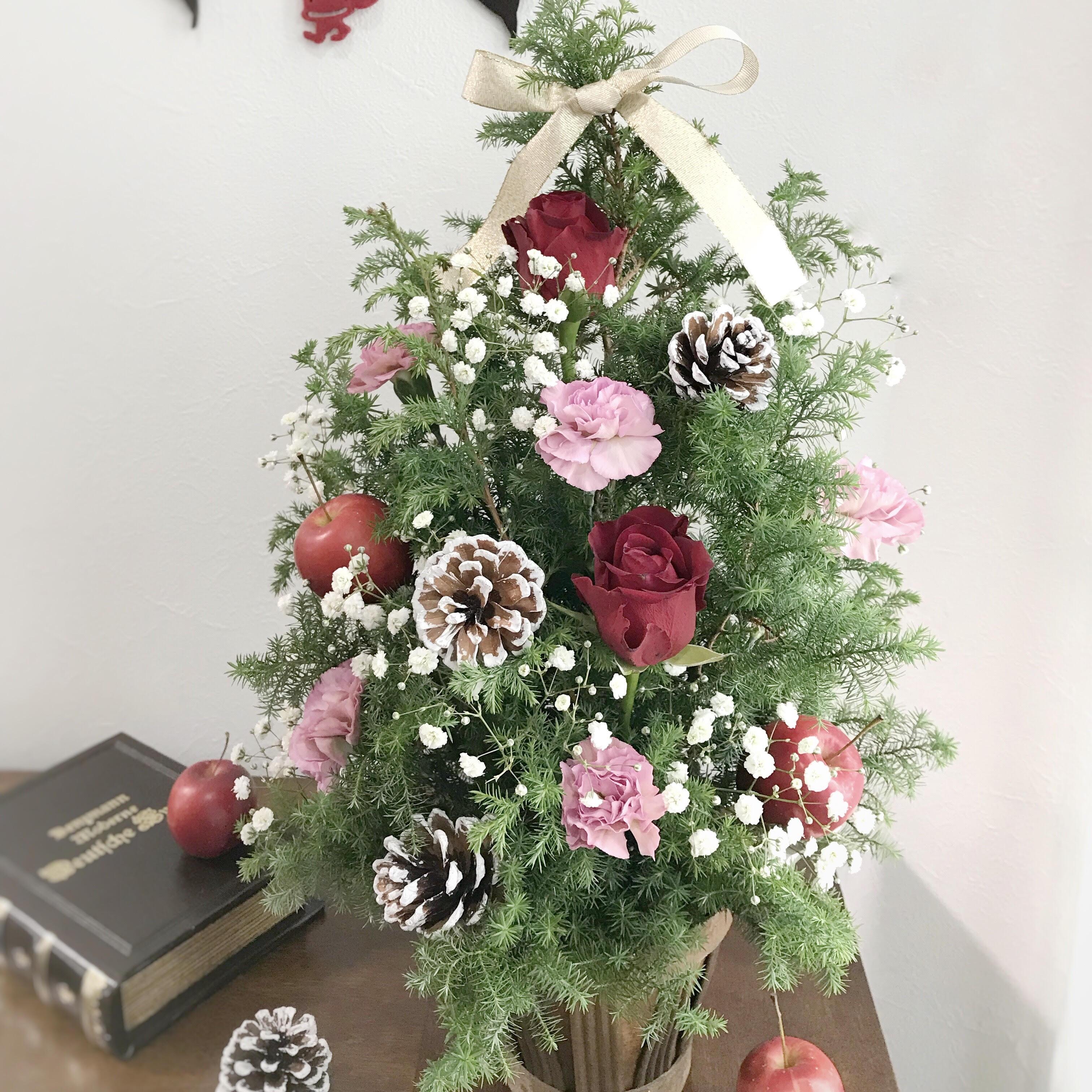 生花のクリスマスツリー アレンジメントで一味違ったクリスマスを☆
