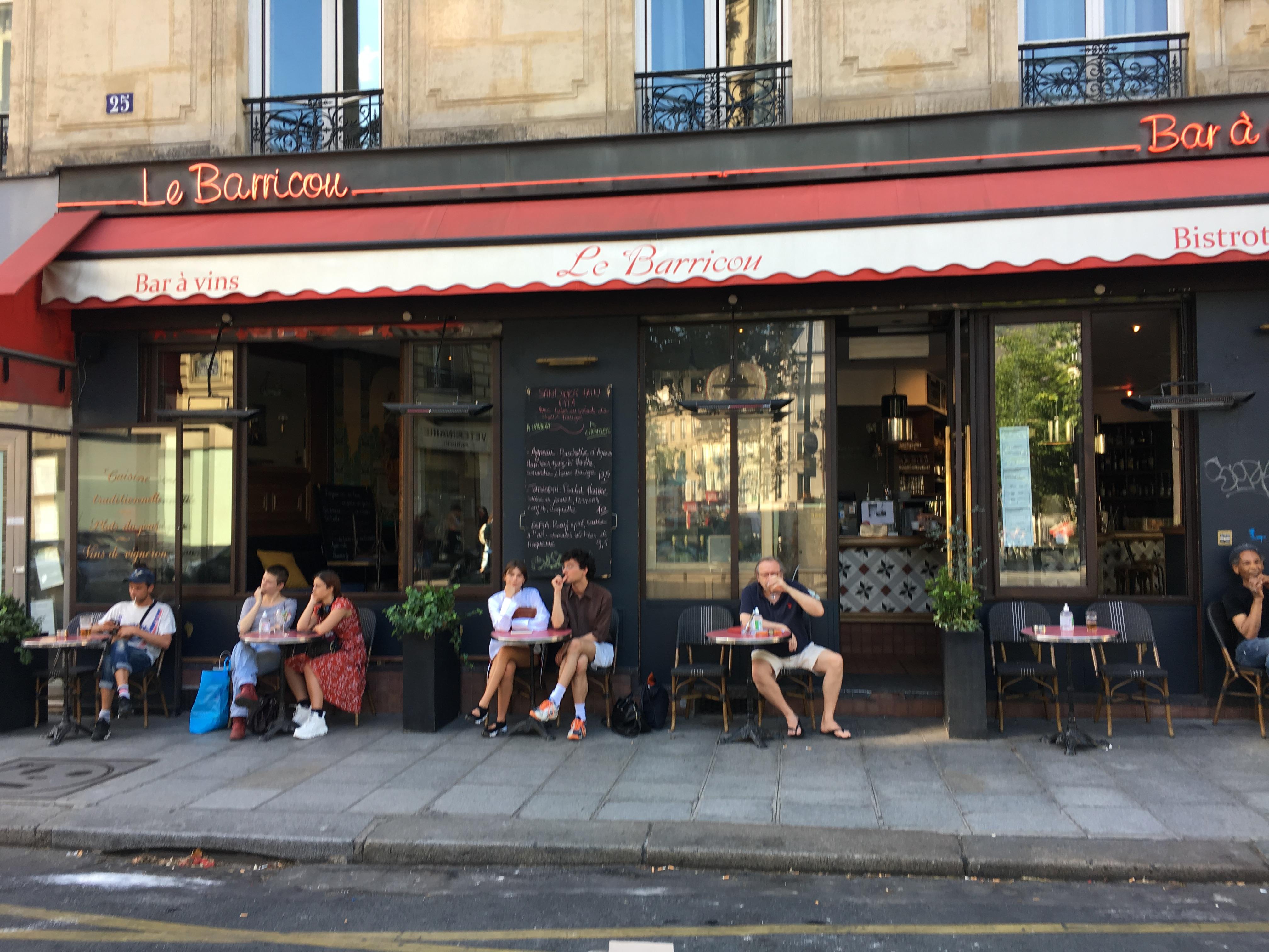 Parisのカフェ テラス席解禁🙌