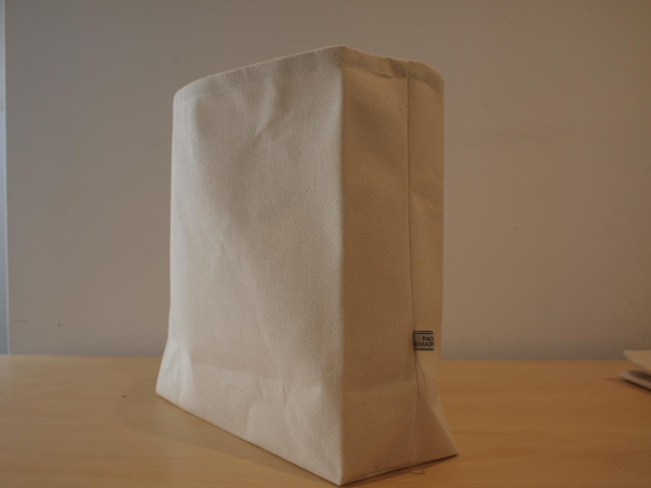 マルチに使える紙袋風バッグ♡折り返すと見えるストライプも可愛いですよ!