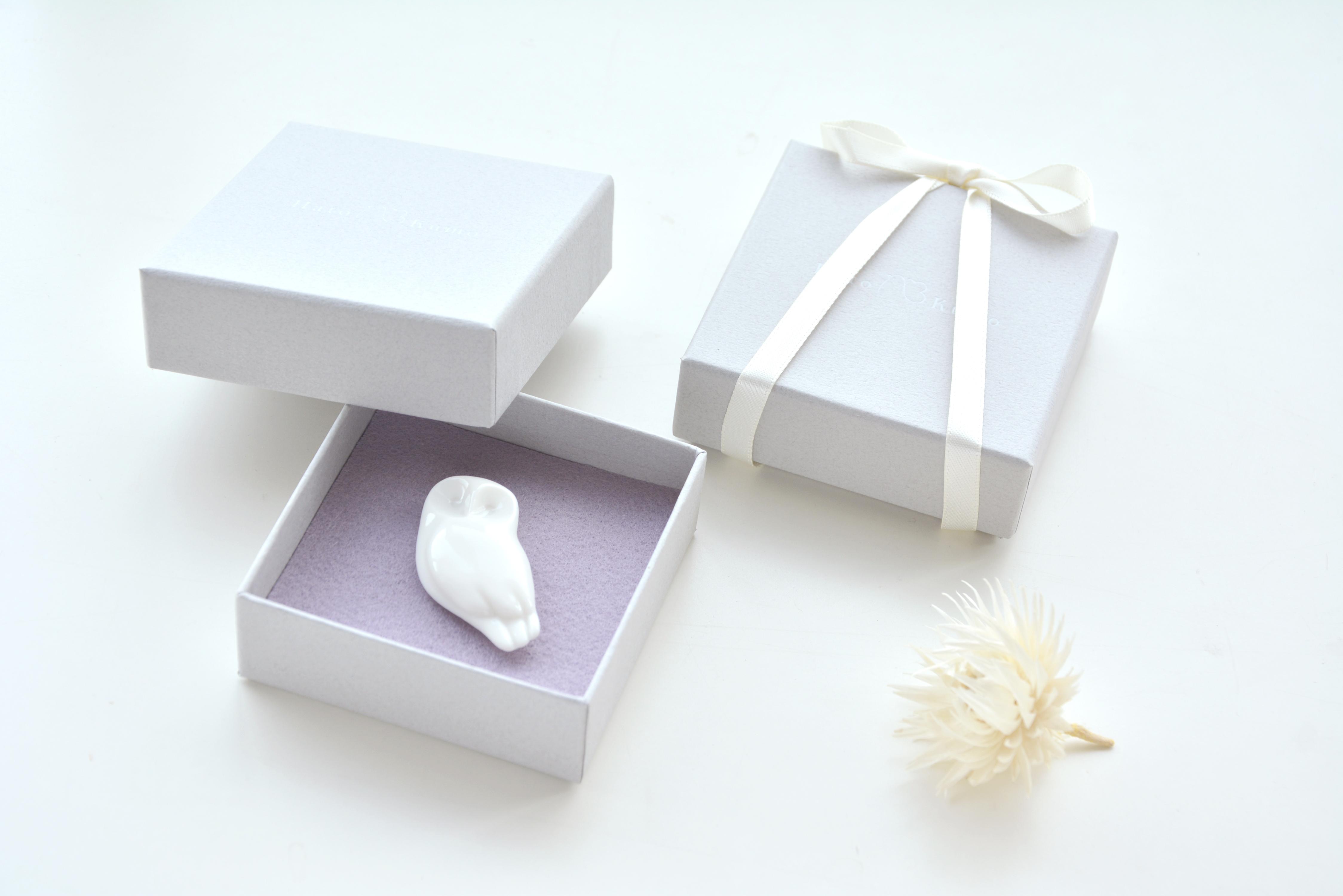 「白磁のアクセサリーを贈り物に」HatoKumoのギフトについて