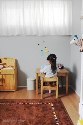 お絵かき、工作、読書には子供専用の机と椅子を♡