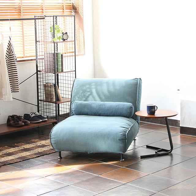 春らしいデニムの一人掛けソファーで、優雅なくつろぎカフェタイム!