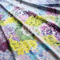 表情豊かな紫陽花柄の「シルク100%スカーフ」