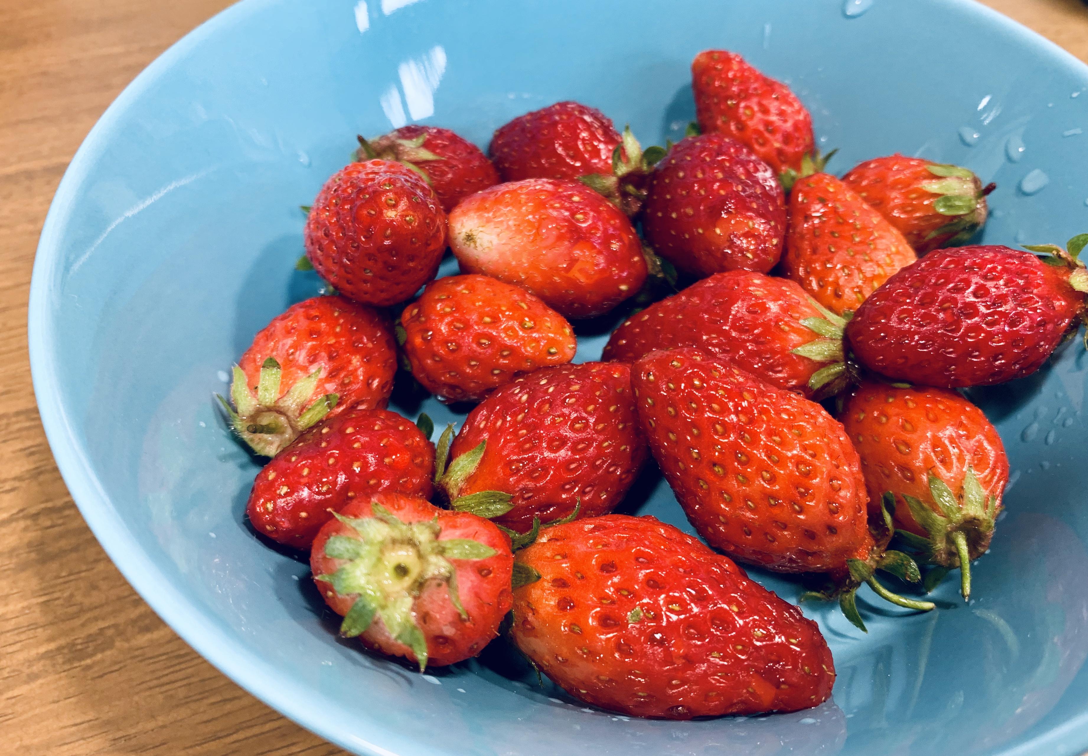 春、苺、ヨーグルト